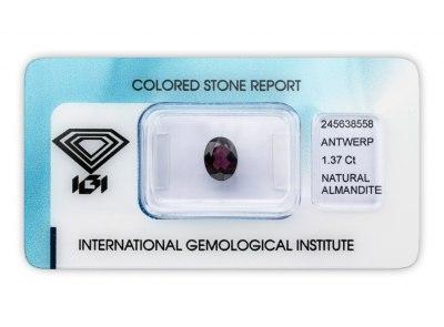 almandin 1.37ct reddish purple s IGI certifikátem