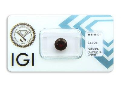 almandin 2.54ct deep reddish purple s IGI certifikátem