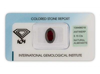 almandin 5.15ct dark purplish red s IGI certifikátem