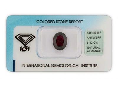 almandin 5.42ct dark purplish red s IGI certifikátem