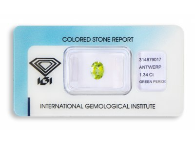 peridot 1.34ct yellowish green s IGI certifikátem
