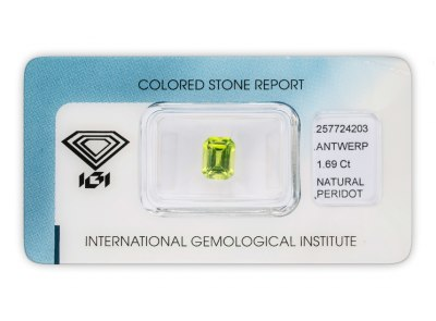 peridot 1.69ct yellowish green s IGI certifikátem
