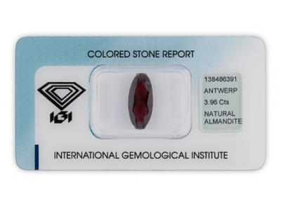 almadin 3.96ct brownish purple s IGI certifikátem