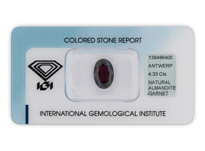 almadin 4.33ct dark reddish purple s IGI certifikátem