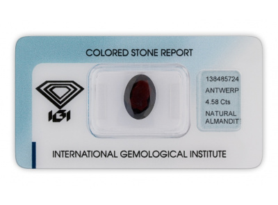 almadin 4.58ct dark brownish red s IGI certifikátem