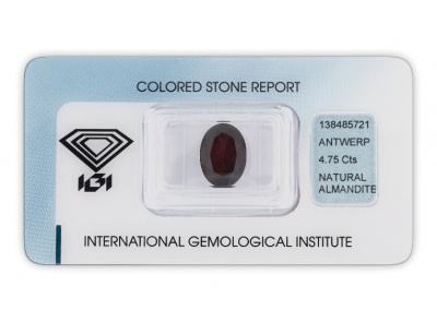 almadin 4.75ct dark brownish red s IGI certifikátem