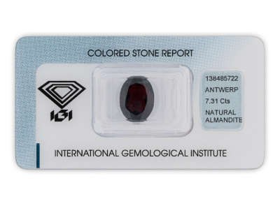 almadin 7.31ct dark brownish red s IGI certifikátem