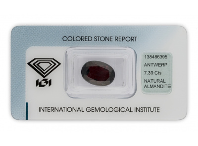almadin 7.39ct dark purplish red s IGI certifikátem