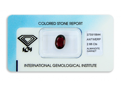 almandin 2.66ct deep purplish red s IGI certifikátem