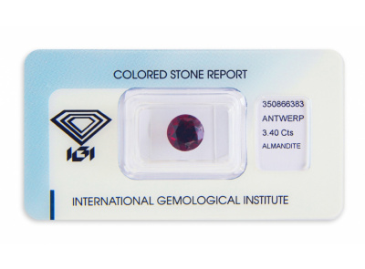 almandin 3.40ct deep purplish red s IGI certifikátem