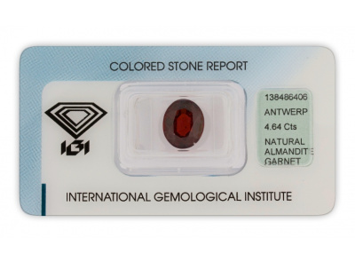 almandin 4.64ct dark brownish red s IGI certifikátem
