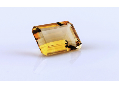 kouřový křemen 27.11ct brownish yellow s IGI certifikátem