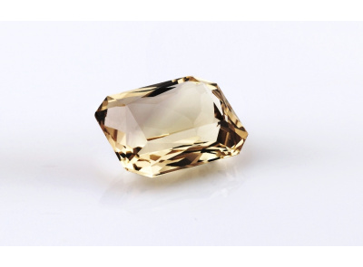kouřový křemen 37.29ct yellow-brown s IGI certifikátem