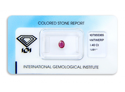 rubín 0.40ct deep purplish pink-red s IGI certifikátem