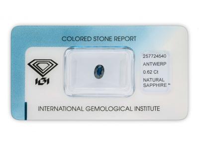 safír 0.62ct dark blue s IGI certifikátem