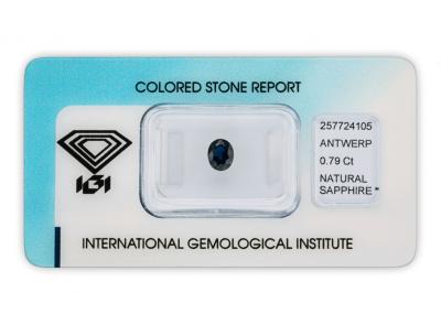 safír 0.79ct dark blue s IGI certifikátem