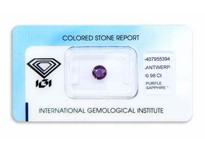 safír 0.98ct pinkish purple s IGI certifikátem