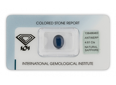 safír 4.61ct dark blue s IGI certifikátem