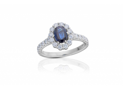 zlatý prsten s diamanty a safírem 0.60ct deep blue (tepelně neupraven) s IGI certifikátem