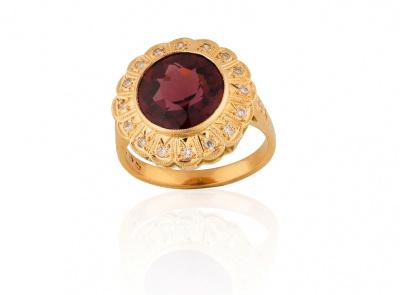 zlatý prsten s rhodolitem 4.62ct s certifikátem IGI