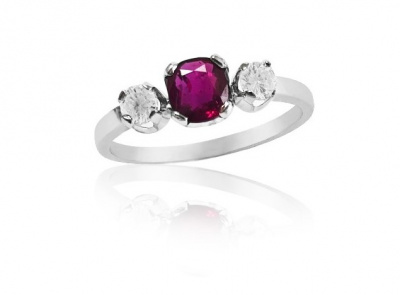 zlatý prsten s rubínem 0.58ct deep purplish pink-red s IGI certifikátem