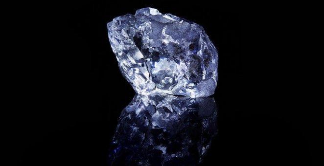 Argyle violet surový diamant