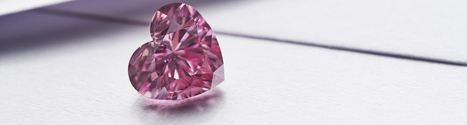 Diamant Argyle Amari, tvar heart, 1.48ct, odstín fancy-vivid-purplish-pink