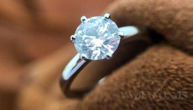 investiční prsten s diamantem