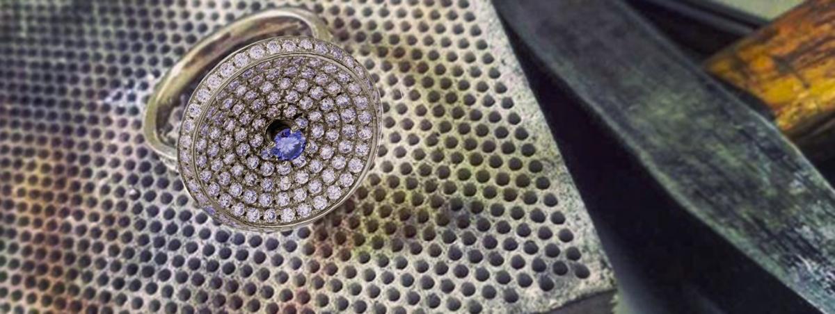 zlatý diamantový prsten před dokončením