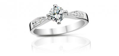 Jednoduché osazení šperku více diamantů