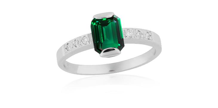 šperk se smaragdem